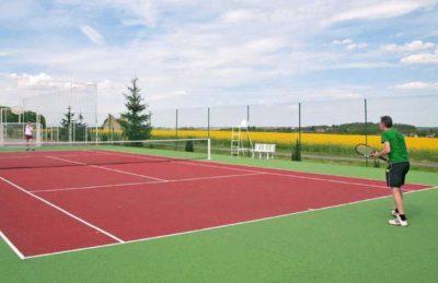 Camping Bois du Bardelet Tennis Court