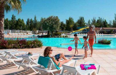 Camping La Carabasse Poolside