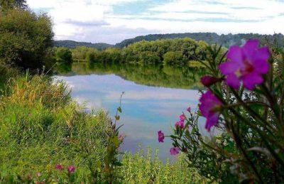 La Vallee de Deauville Lake