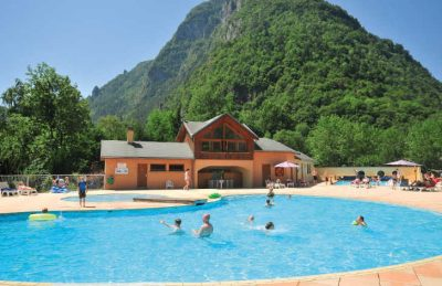Le Belledonne Pool Setting