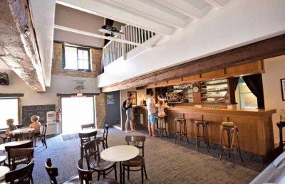 Le Domaine de L'Eperviere Bar