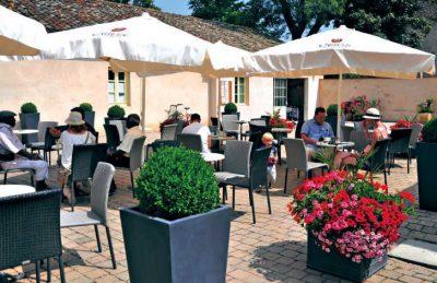 Le Domaine de L'Eperviere Restaurant Terrace