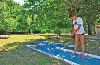 Le Pontet Campsite Crazy Golf