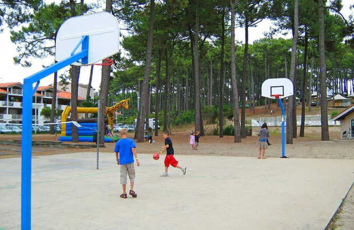 Campeole Plage Sud Sports Courts