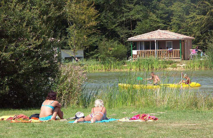 Camping Bois du Bardelet Lake Activities