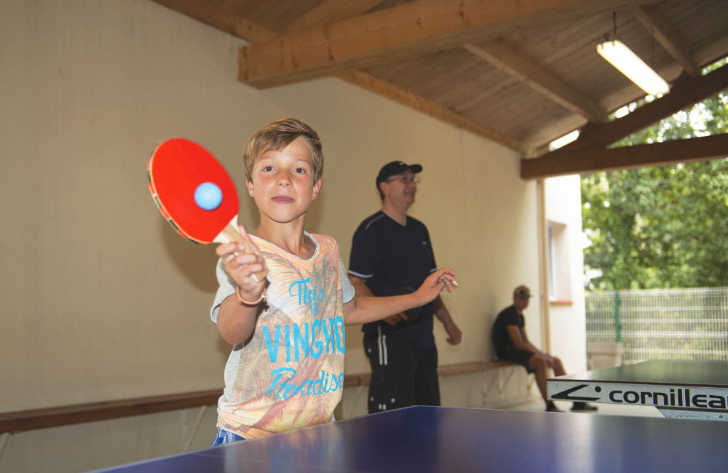 Camping Le Pin Parasol Table Tennis