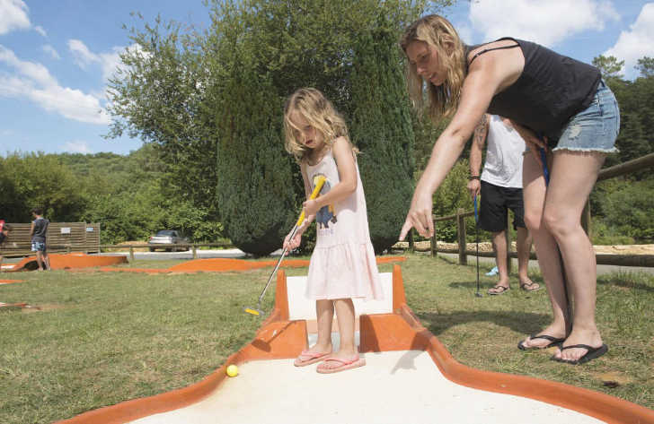Camping Le Val d'Ussel Crazy Golf