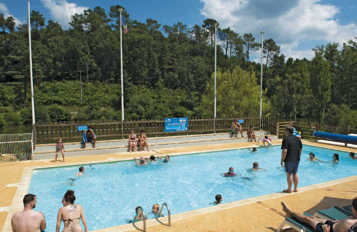 Camping Le Val d'Ussel Pool Area