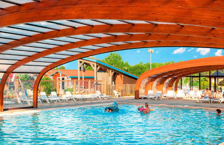 Camping les Vignes Outdoor Covered Pool