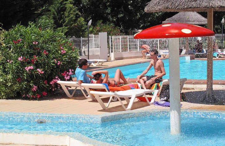 Campsite le Clos Virgile Pool Loungers