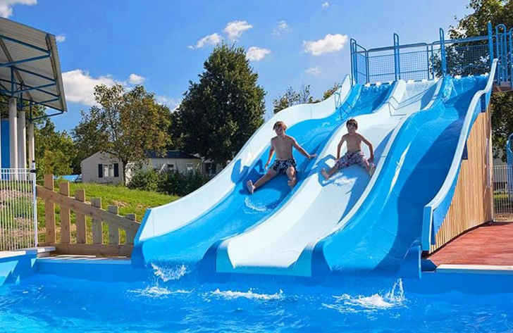 Campsite les Bords de Loue Swimming Pool Slides