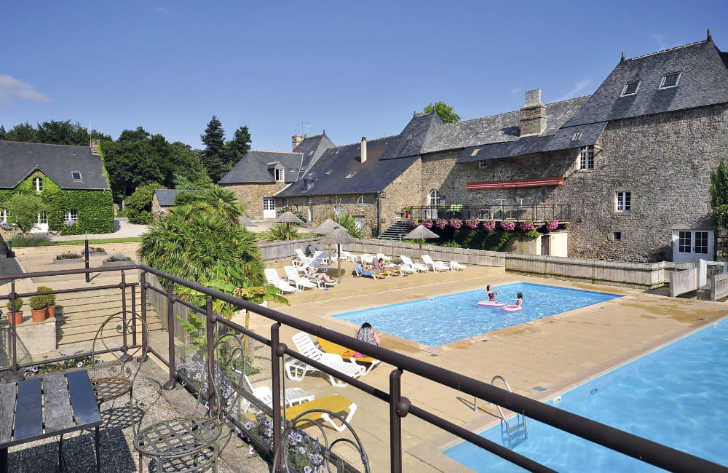 Domaine des Ormes Swimming Pools