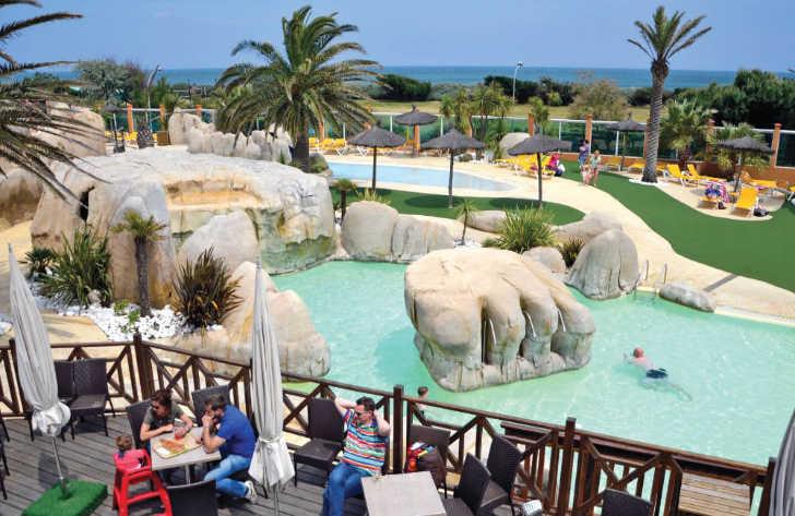 Le Brasillia Pool Seating