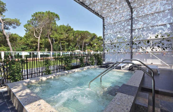 Le Brasillia Spa Pool
