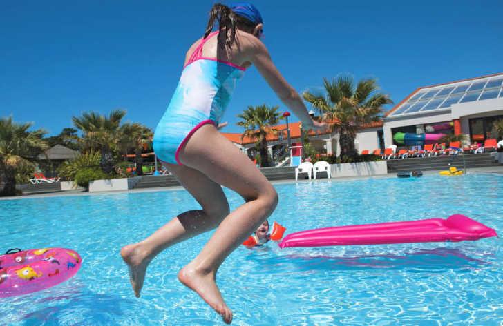 Le Littoral Pool Girl Fun