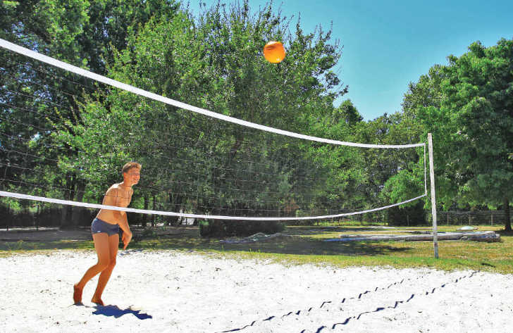 Le Pontet Campsite Volleyball