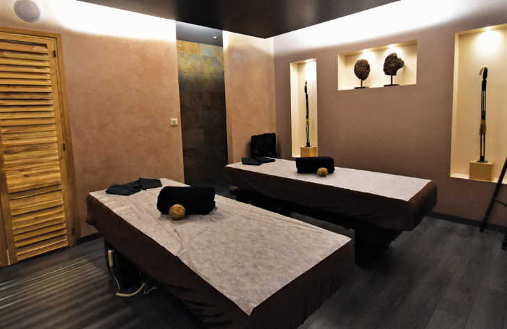 Les Alicourts Spa Room