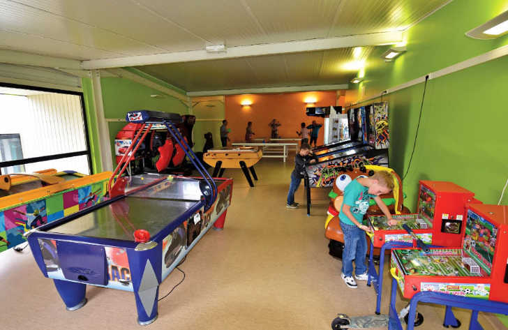 Les Mouettes Pitch Only Games Room