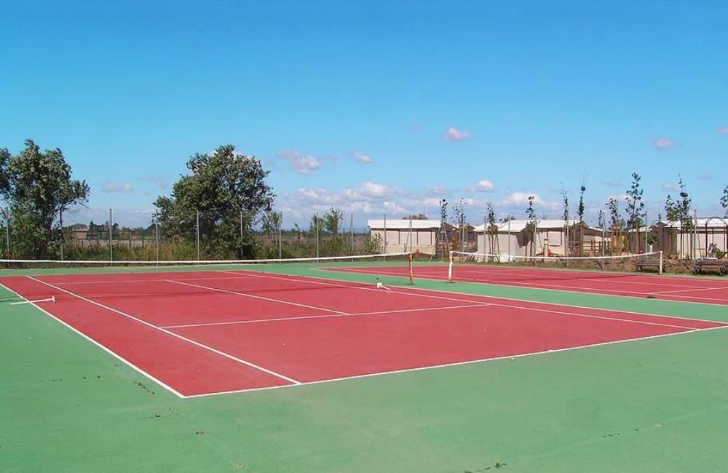 Yelloh Village Le Serignan Plage Tennis Court