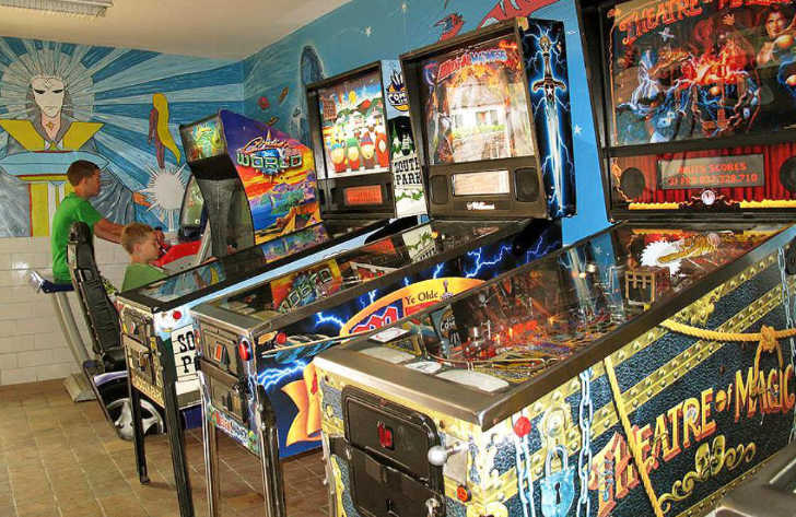 Yelloh Village les Pins Games Room Pinball